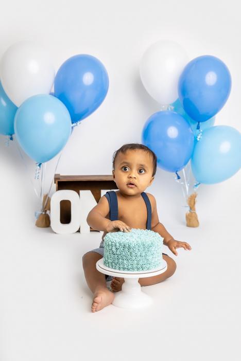 Cake smash photoshoot in Dubai studio