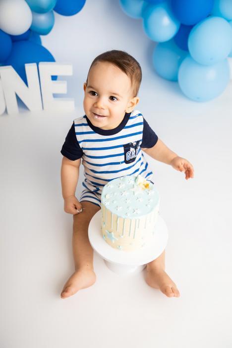 Cake smash photoshoot in Dubai photo studio