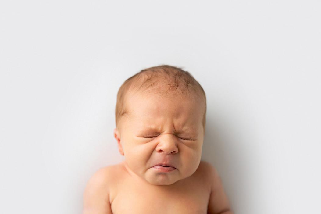 Minimal Newborn photoshoot in Dubai Studio