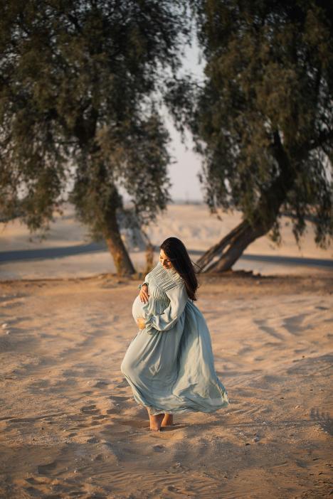Maternity photoshoot in Dubai desert